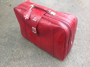 """26""""W X 20""""H X9 LEATHER LUGGUAGE - GREAT CONDITION"""