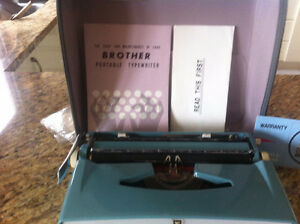 Antique BROTHER DELUXE  portable typewriter West Island Greater Montréal image 3