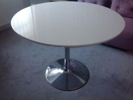 Round kitchen/dining room table