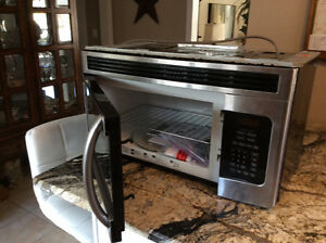 Combination microwave and convection oven