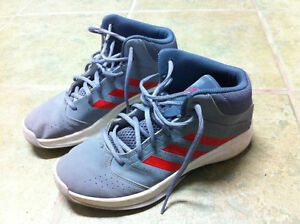 Adidas Youth Basketball Shoes sz 6