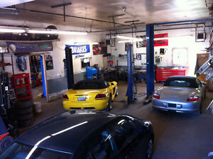 ***Licence Mechanic *** Expanding Service Department** London Ontario image 1