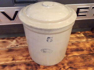 Medalta 5 Gallon Crock with Lid