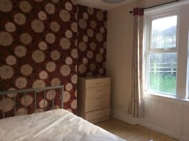 REDUCED Double bedrooms in refurbished house close to Metro