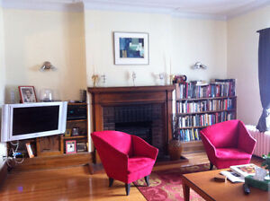 Female roommate - furnished room in gorgeous Monkland NDG apt