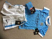 Boys Manchester City kit size Small