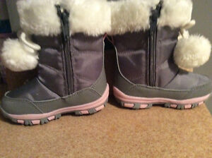 Toddler Winter Boots size 5 NEVER BEEN WORN London Ontario image 4
