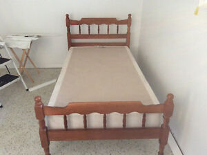 SET OF COLONIAL SINGLE BEDS WITH BOX SPRINGS