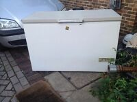 Large chest freezer iceline cf406 perfect working order delivery possible for a small fee