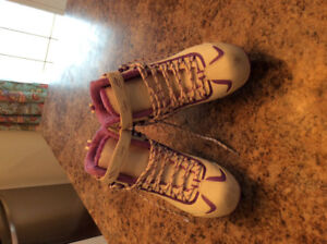 Riedell youth/ladies figure skates size 6 (7.5-8)