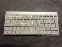 Apple wireless Bluetooth keyboard A1314, 2009. Batteries included.