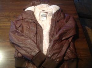 Manteau de cuir doublé brun avec capuchon pour adolescente