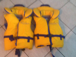 Two Salus life jackets 20 $ each.