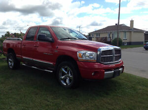 2006 Dodge Power Ram 1500 LARAMIE rouge