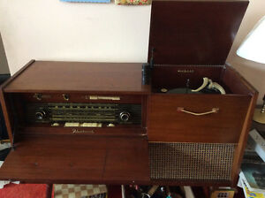 Fleetwood Dynamic stereo and radio console