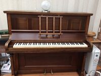 Great piano in very good condition with free tv table