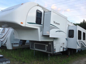 2006 Glendale Titanium Fifth Wheel , low used , very well kept .