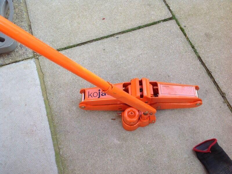 Hydraulic scissor jack