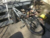 Vélo de montagne avec suspension pour homme