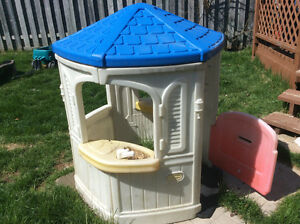 Playhouse...FREE GONE PENDING PICK UP