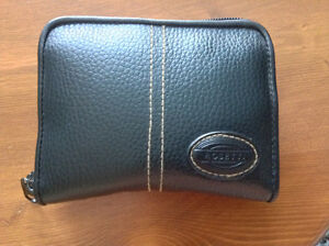 Unisex really good condition wallet Kitchener / Waterloo Kitchener Area image 1