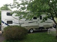 Just like NEW! 26' Zinger Crossroads Travel Trailer w Generator!