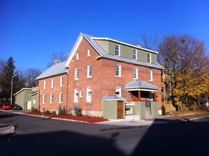 Charming apartment Downtown Old Aylmer