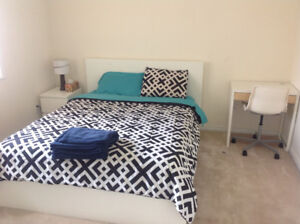 (July 1) Queen Bed in Private Room - UTILITIES INCL.