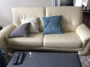 Leather couch/loveseat/chair matching set excellent conditin