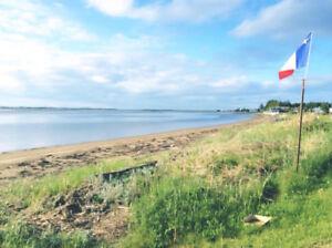 Chalet d'été avec vue sur la plage à louer Val-Comeau, N-B