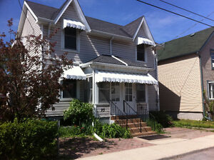 2-bedroom duplex for summer sublet 5-10 min walk to downtown