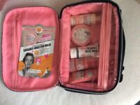 SOAP & GLORY GIFT SET & TOILETRY BAG MOTHERS DAY GIFT