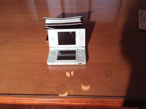Nintendo DS Lite with carry case Kitchener / Waterloo Kitchener Area image 3