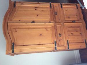 Armoire en bois de rangement ou meuble téléviseur