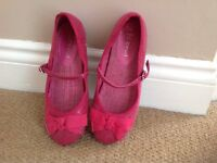 Girl's shoes size 2