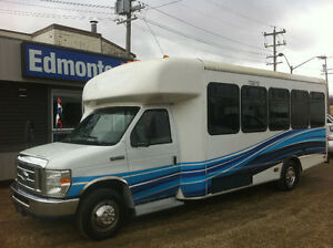 2010 Ford E-450 XL 24 PASSENGER SHUTTLE BUS STARCRAFT