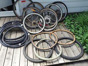 Lot de pneus, tubes et roues de grandeur 26 pour vélo montagne