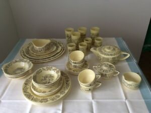 Dinnerware Set | Buy or Sell Indoor Home Items in Greater Montréal ...