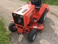 Ingersoll 4016 garden tractor. Immaculate shape. W attachments