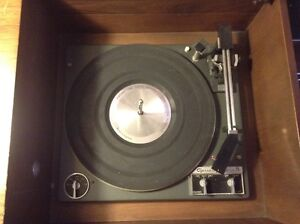 Westinghouse Solid State Stereo in a solid Maple Cabinet.>>$400. West Island Greater Montréal image 5