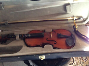 New Condition 4/4  student violin ,rest, case and graphite bow