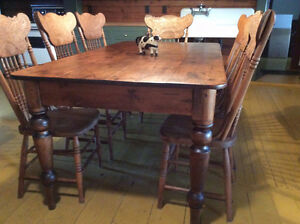 Antique Harvest Table and Chairs Kingston Kingston Area image 2