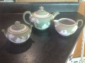 ANTIQUE WEDGEWOOD GREEN JASPERWARE TEAPOT, CREAMER & SUGAR BOWL