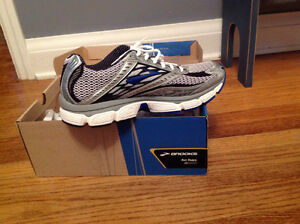 MENS BRAND  NEW size 9.5  BROOKS GLYCERIN 8 running shoes