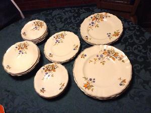 Set de vaisselle années 20-30, 23 pièces