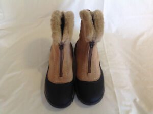WindRiver Winter Ankle Boots Size 9