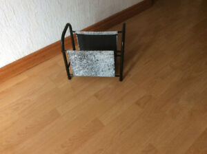 FLOOR MAGAZINE HOLDER