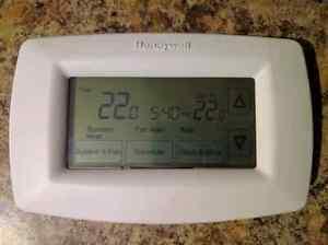 Honeywell Touchscreen Thermostat (Heat Pump Compatible) Belleville Belleville Area image 2