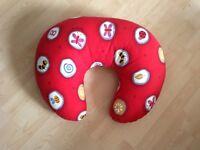 Breastfeeding pillow + mothercare bath