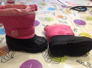 Great deal winter boots size 7 toddler